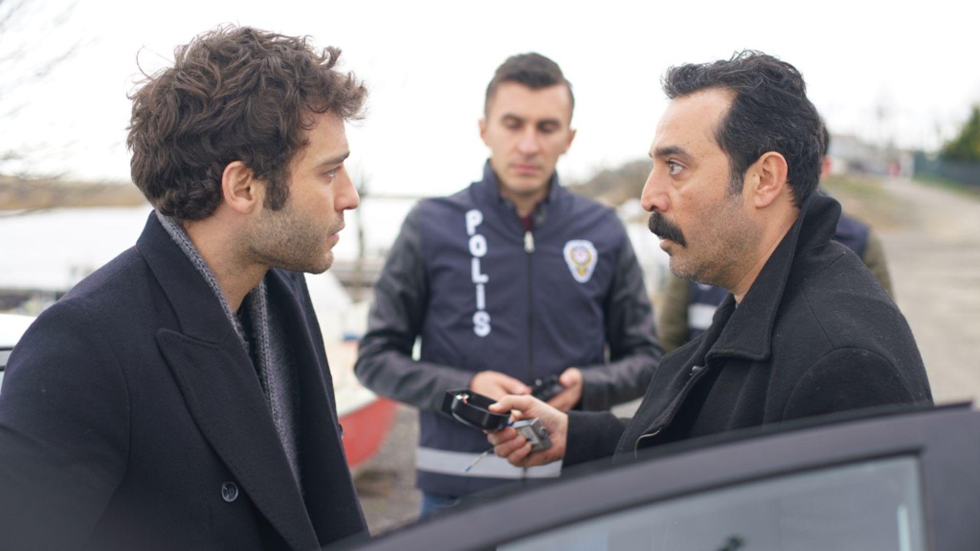 Mustafa Üstündağ polis rolüyle Tehlikeli Karım'da!
