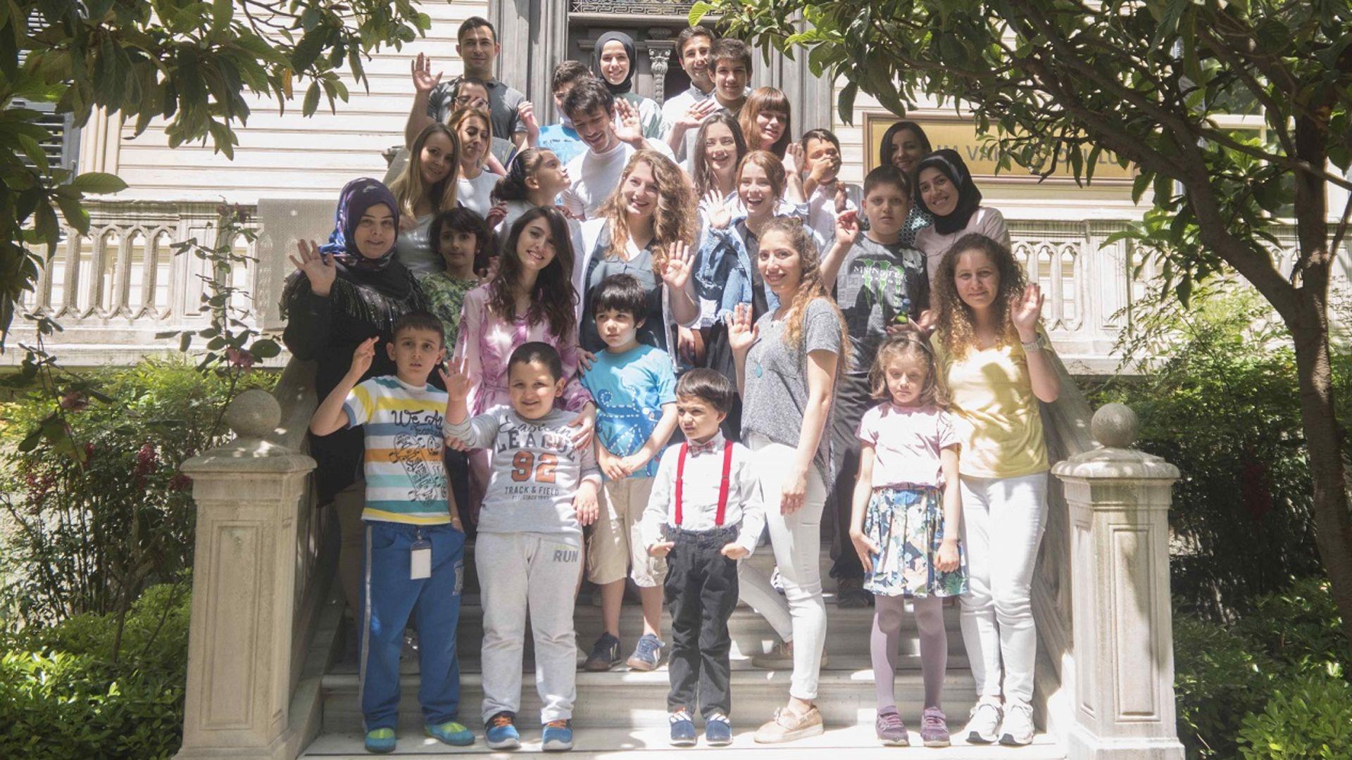 Çukur'un genç oyuncuları Otizmli çocuklarla buluştu!