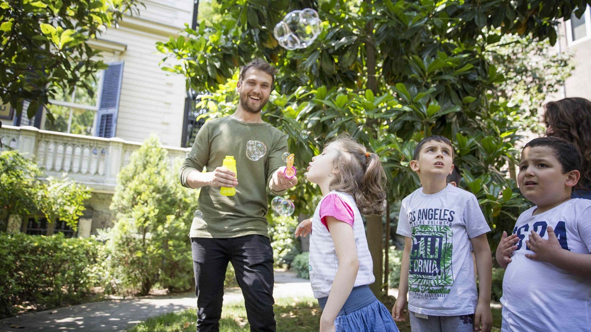 Aras Bulut İynemli Otizmli çocukları ziyaret etti!