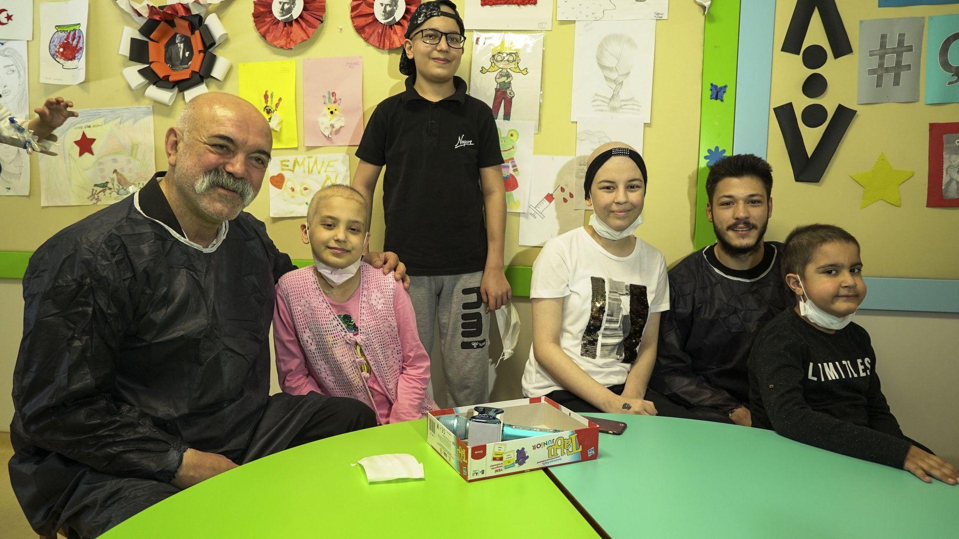 Çukur'un oyuncuları kanser tedavisi gören çocuklarla bir araya geldiler!