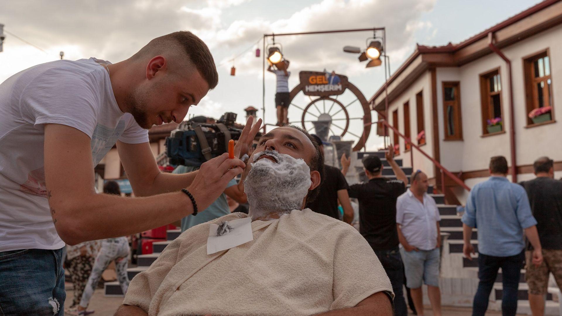 Rüştü Onur Atilla'ya Osmaneli meydanında sakal traşı!