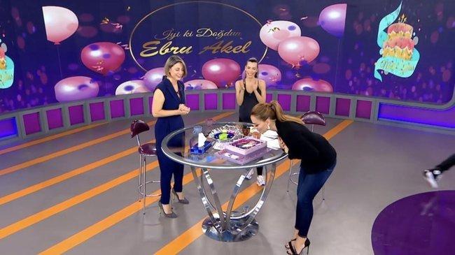 Ebru Akel'e canlı yayında sürpriz doğum günü kutlaması