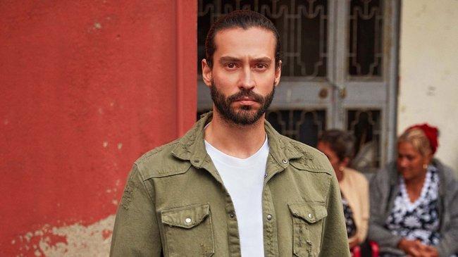 Üç Kuruş'un oyuncularından Uraz Kaygılaroğlu ile Ekin Koç diziyi ve karakterlerini anlattı!