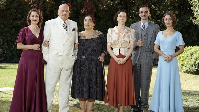 Ekran için gün sayan iddialı dizi 'Aziz'den Payidar aile fotoğrafı paylaşıldı!